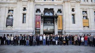 Las instituciones madrileñas muestran su apoyo a París