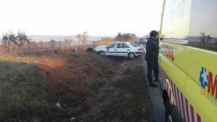 Una mujer resulta herida grave tras salirse de la vía a la altura de Villa del Prado