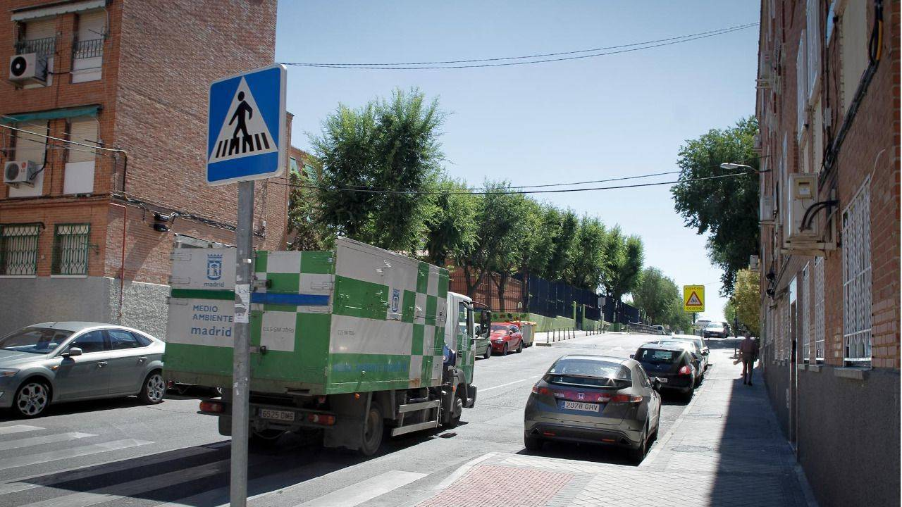 El ayuntamiento comprar 80 camiones de basura en 2016 for Recogida de muebles ayuntamiento de madrid