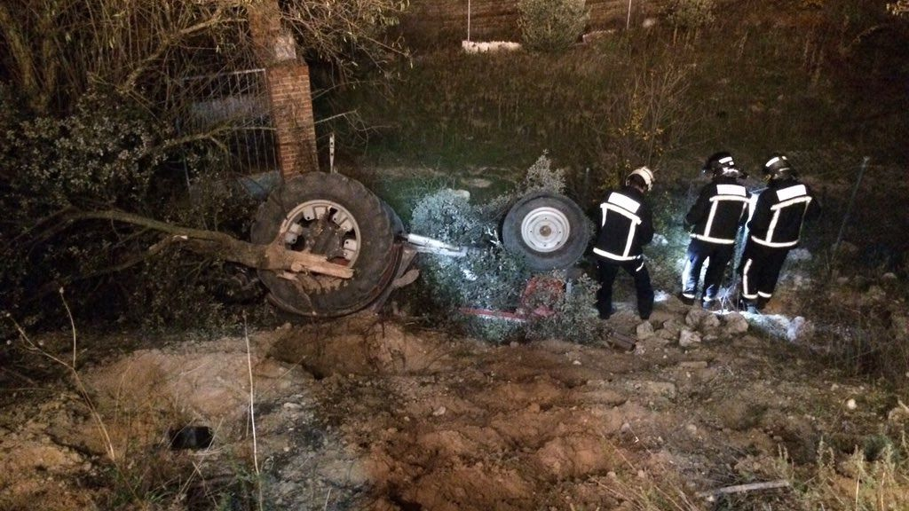 Fallece un hombre de 80 años atrapado al volcar su tractor en Villarejo de Salvanés