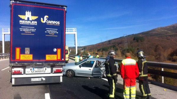 Fallece en un accidente de un turismo con un camión en Somosierra