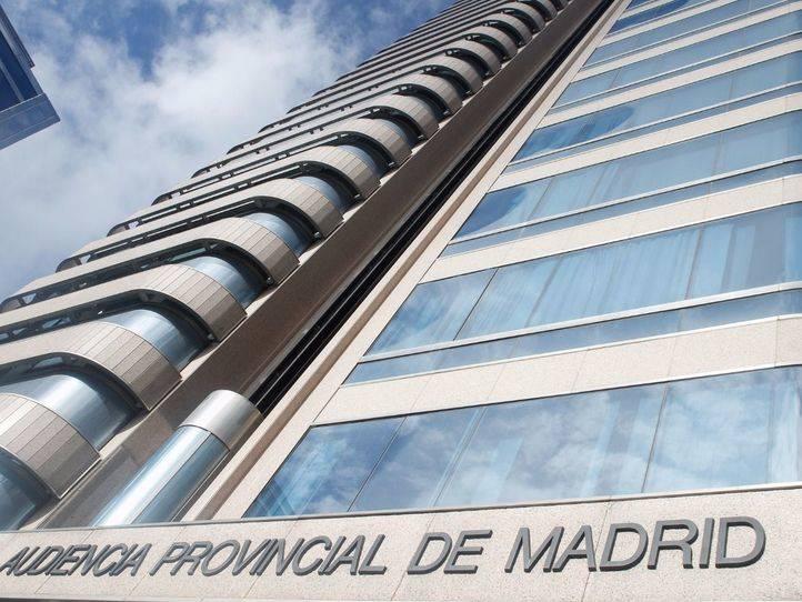 Absueltos dos operarios acusados de quemar una urbanización en Las Rozas