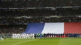 El Bernabéu rinde homenaje a las víctimas de los atentados de París