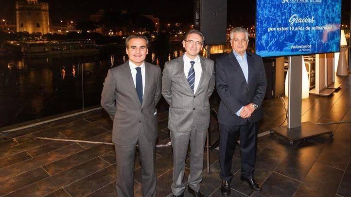 El director general de la Fundación Bancaria la Caixa, Jaume Giró, con Rafael Herrador y Lluís Romeu