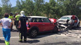Mueren dos jóvenes en un choque frontal entre dos coches en la M-501