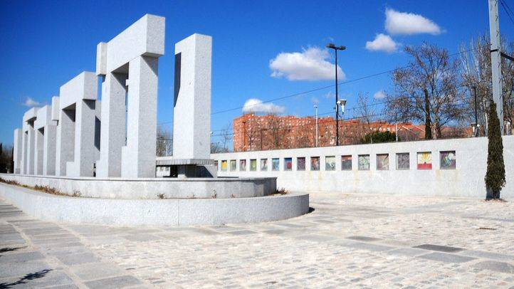 El Ayuntamiento repara el monumento a las víctimas del 11-M en El Pozo