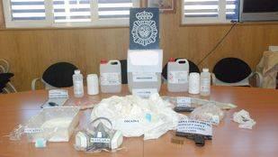 Dos detenidos en la Latina que cortaban cocaína en el sótano de una tienda de alimentación