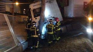 Muere un hombre en el Centro de Transportes cuando trataba de frenar su camión en marcha