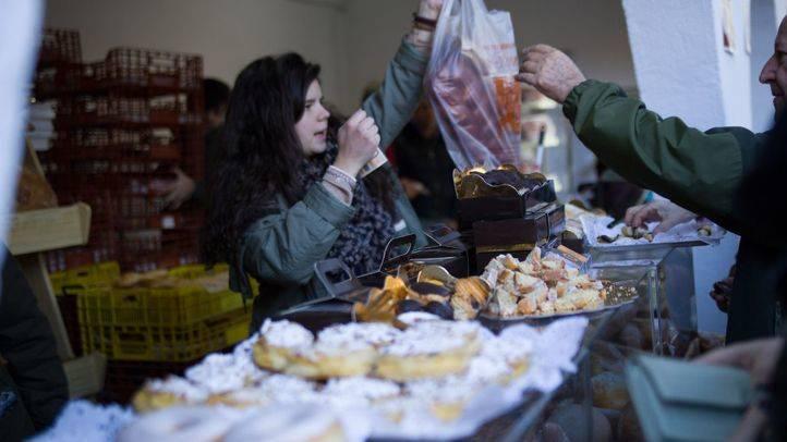 Puesto de dulces en el mercado de la Cámara Agraria.