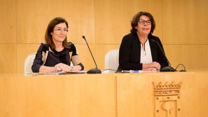 Inés Sabanés, concejala de Medio Ambiente y Movilidad, junto a Paz Valiente Calvo, directora de Sostenibilidad y Control Ambiental.