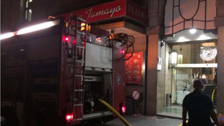 Los bomberos sofocan un incendio en el Círculo de Bellas Artes