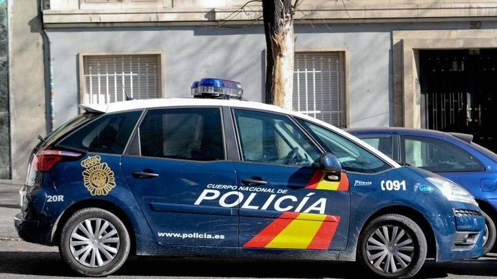Dos detenidos por presunto tráfico de drogas y tenencia de armas en un bar de Hortaleza