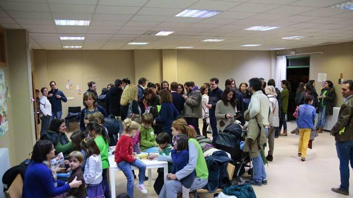 Familias de Montecarmelo se encierran en un colegio para exigir un nuevo instituto