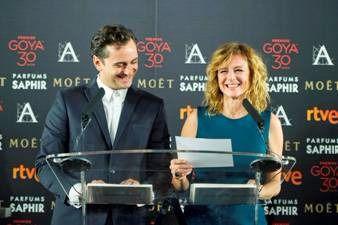 Asier Etxeandía y Emma Suárez durante la lectura de los nominados