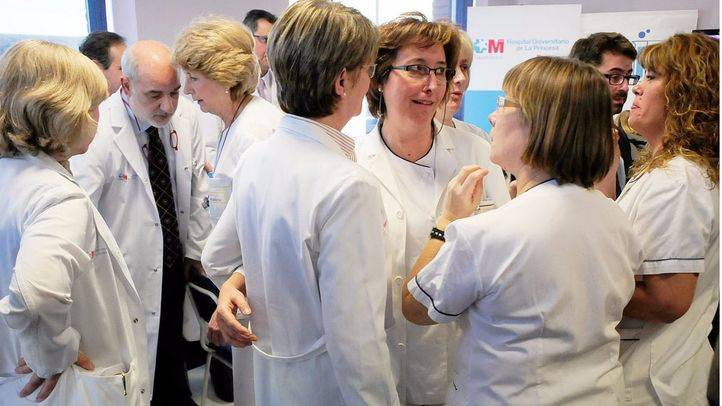 Medicos y sanitarios del Hospital público de La Princesa.