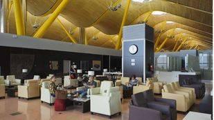 Aena la puerta de madrid libro turismo. Sala Vip en la Terminal T4 del aeropuerto.