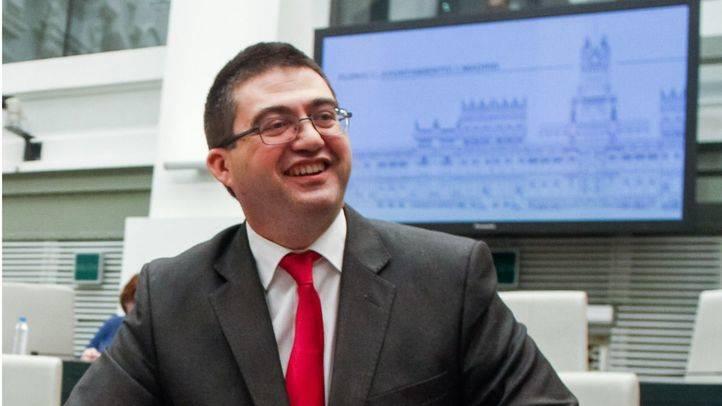 El concejal de economía, Carlos Sánchez Mato, presenta los presupuestos del 2016 en el Pleno del Ayuntamiento de Madrid.