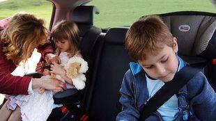 Accesorios para hacer los viajes con niños más cómodos y seguros