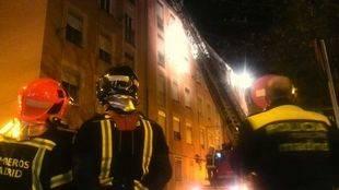 Una vivienda resulta calcinada en un incendio en Vallecas