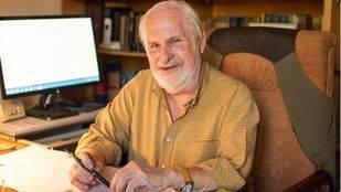 Peter Besas, escritor.