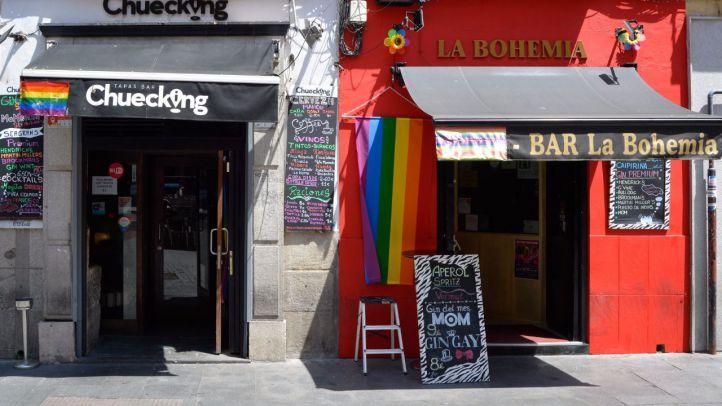 Comercios en la zona de Chueca ya preparados para la celebración del World Pride Madrid 2017