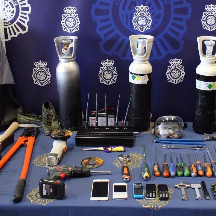 Material intervenido por la Policía Nacional a tres ladrones