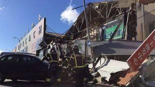 Cinco heridos leves tras el derrumbe de la fachada en Fuenlabrada
