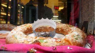 El Roscón de Reyes, esa masa bañada en agua de azahar y fruta escarchada