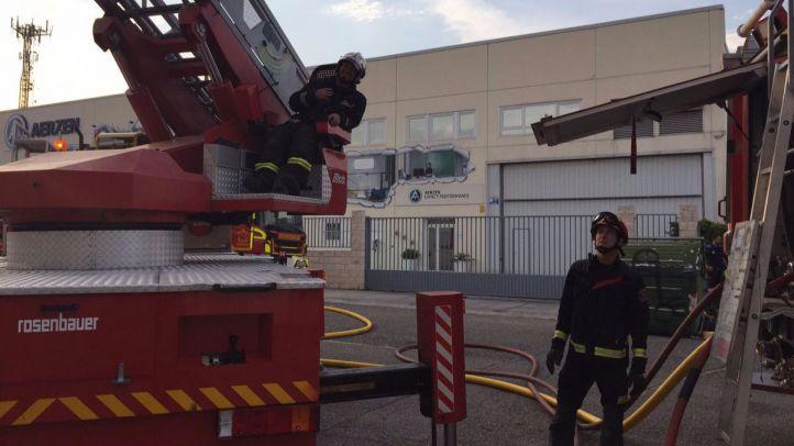 Arde un autobús en el interior de una nave industrial de Getafe sin causar heridos