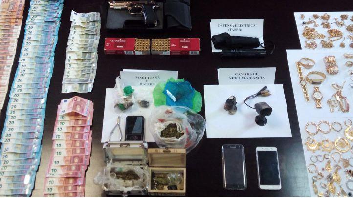 Material requisado en el registro realizado por la Policía Nacional