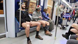 El 'Día sin pantalones en el Metro' celebra su séptima edición en Madrid