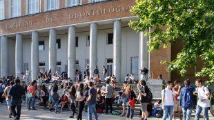La Comunidad duplica las becas para los universitarios que se han quedado sin la del Ministerio