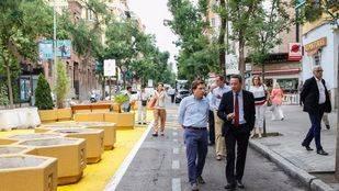 Almeida visita la calle Galileo: