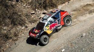 Carlos Sainz continua su remontada en el Dakar