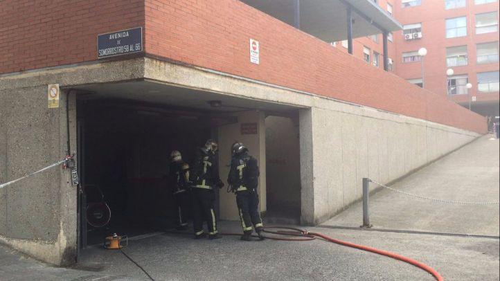 Un incendio en un garaje obliga a desalojar dos edificios en San Fernando de Henares