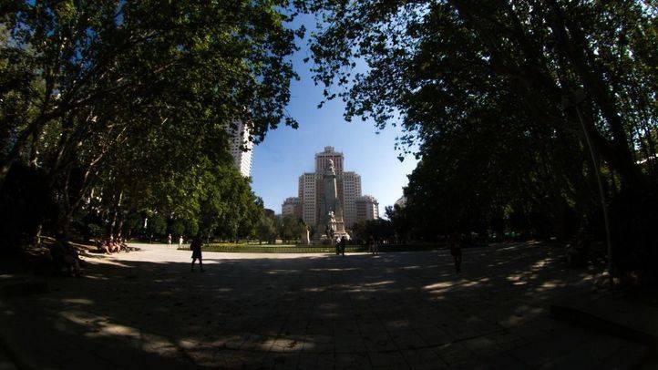 El edificio España, en el centro de la plaza del mismo nombre.