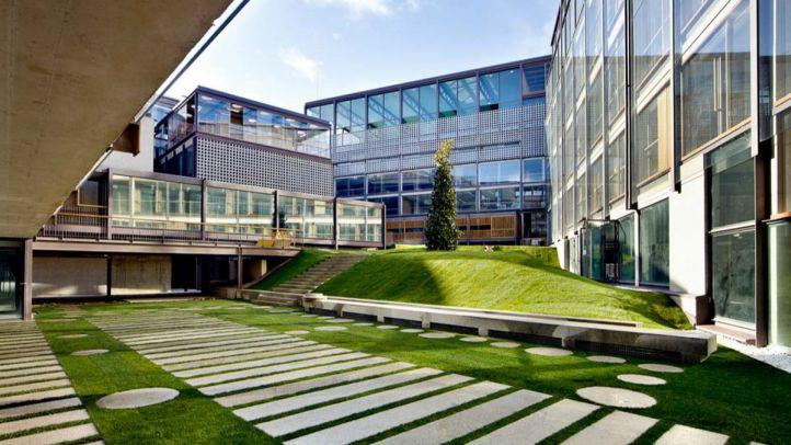 A la izquierda, el edificio que ocuparía la nueva escuela de música.