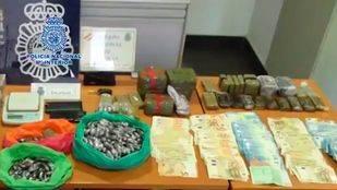 Material incautado por la Policía en un piso de Alcalá de Henares.