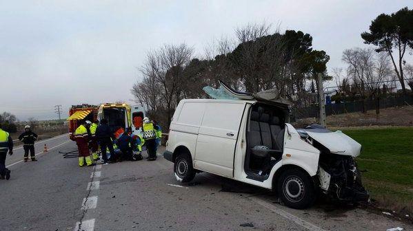 Herido grave el conductor de una furgoneta tras chocar con un camión en la M-841