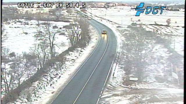 La nieve en la M-601 y en la M-604 obliga a los conductores a extremar la precaución en la zona