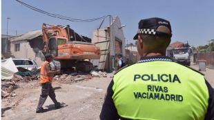Demolición del punto de venta de droga en la Cañada Real