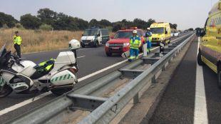 La Guardia Civil ha tenido que cortar la carretera en la que ha fallecido el motorista de 64 años.