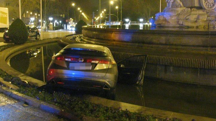 Detenido tras empotrar su coche en la fuente de Cibeles y cuadruplicar la tasa de alcohol permitida