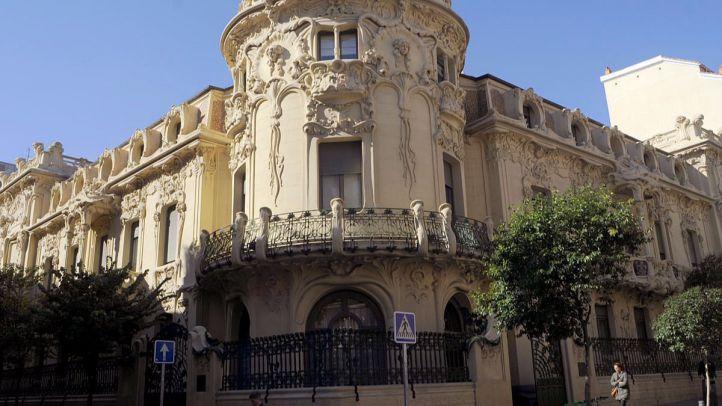 Palacio Longoria sede SGAE. Fachada del edificio que hace esquina con Pelayo y Fernando VI.