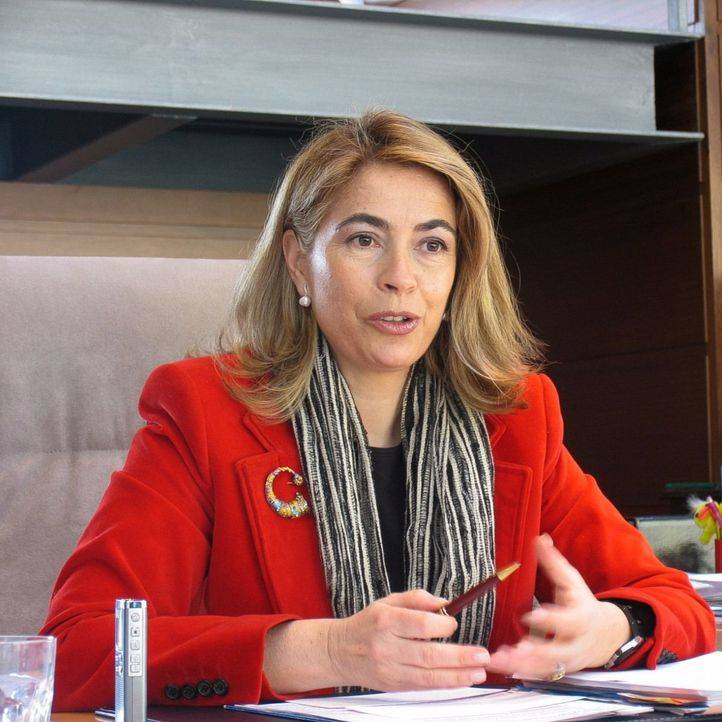 González-Moñux regresa a la Asamblea para salvar una votación sobre el Canal