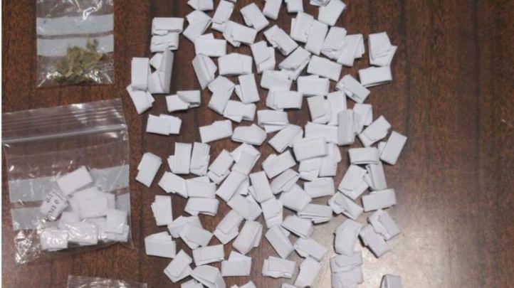 Bolsitas de hachís requisadas al presunto traficante
