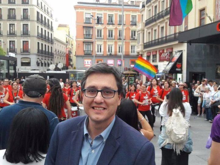 Tomás Marcos, en una concentración durante el último Día mundial contra la LGTBIfobia