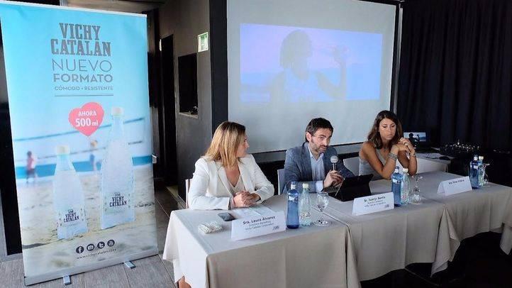 Vichy Catalán vincula la promoción de su nueva botella de 500 ml al voley playa
