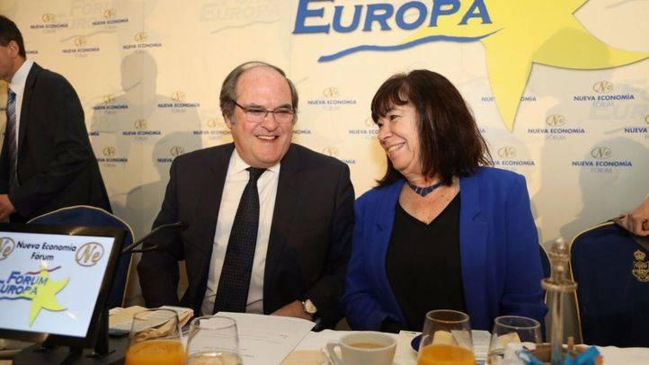 La presidenta del PSOE, la madrileña Cristina Narbona, ha presentado a Gabilondo.