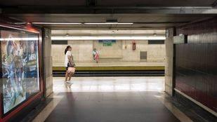 Metro asegura que los trenes que circulan superan los servicios mínimos